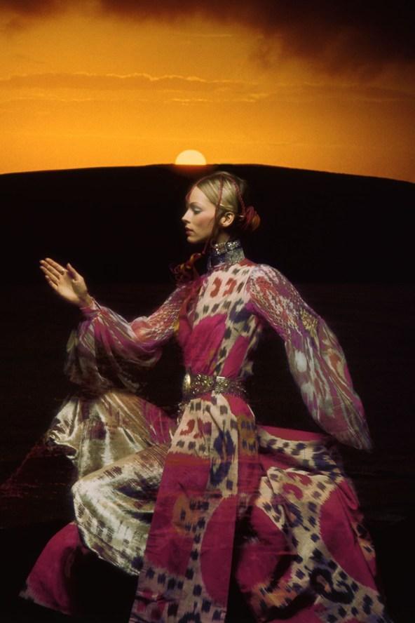 Thea-Porter-Vogue-1970-December-Clive-Arrowsmith_592x888